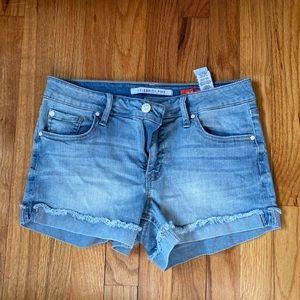 Celebrity Pink, jean shorts!